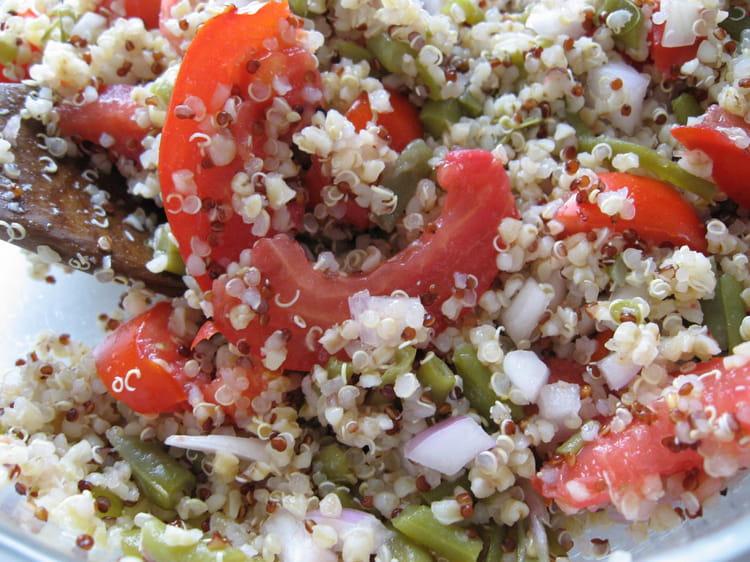 Recette de salade au quinoa gourmand la recette facile for Cuisiner quinoa