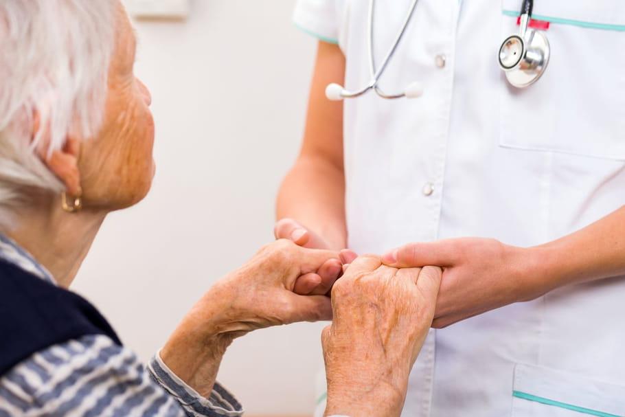 Maladie d'Alzheimer: privilégier les approches non médicamenteuses