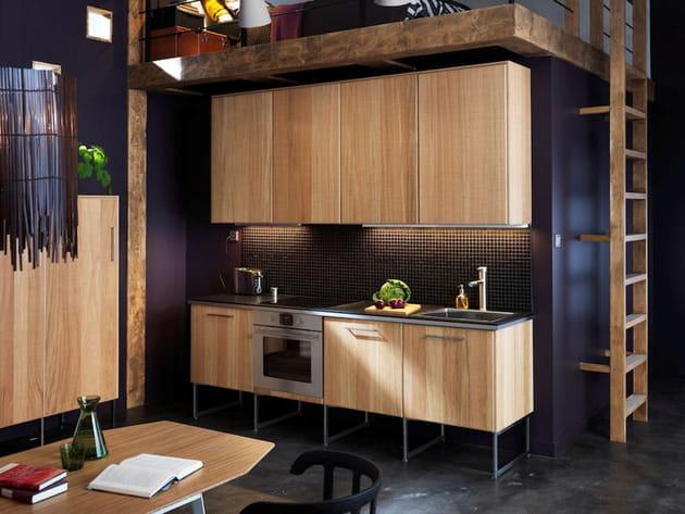 une cuisine sur pieds. Black Bedroom Furniture Sets. Home Design Ideas