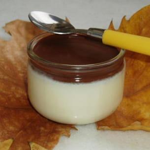 panna cotta au chocolat blanc et sauce au chocolat noir