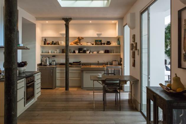 Une cuisine avec poutres
