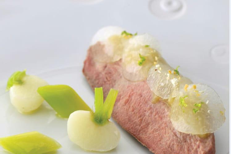 """Canette rôtie, navets façon """"pickles"""", aigre douce au galanga et maïs"""
