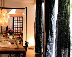 rideaux noirs en fibres naturelles