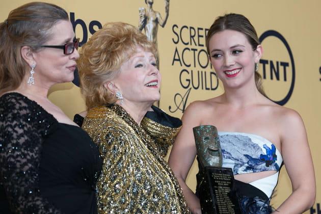 Entourée de sa fille, Carrie Fisher, et de sa petite-fille, Billie Lourd