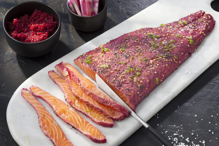 Gravlax de saumon mariné au jus de betterave