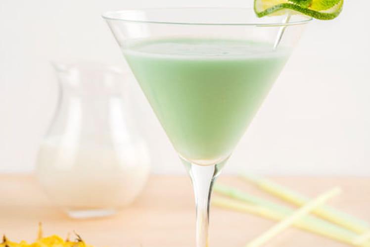 Cocktail sans alcool au lait de coco, ananas et citron vert