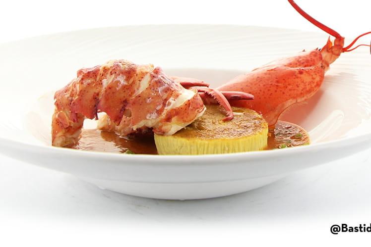 Demi-homard braisé, royale de foie blond, jus de carapace