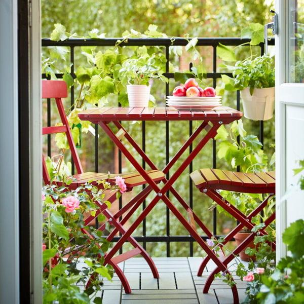 petit balcon voil le mobilier id al. Black Bedroom Furniture Sets. Home Design Ideas