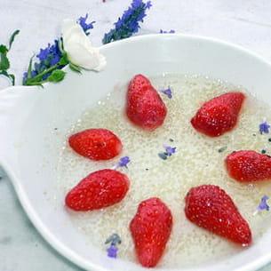 fraises en gelée de menthe fraîche