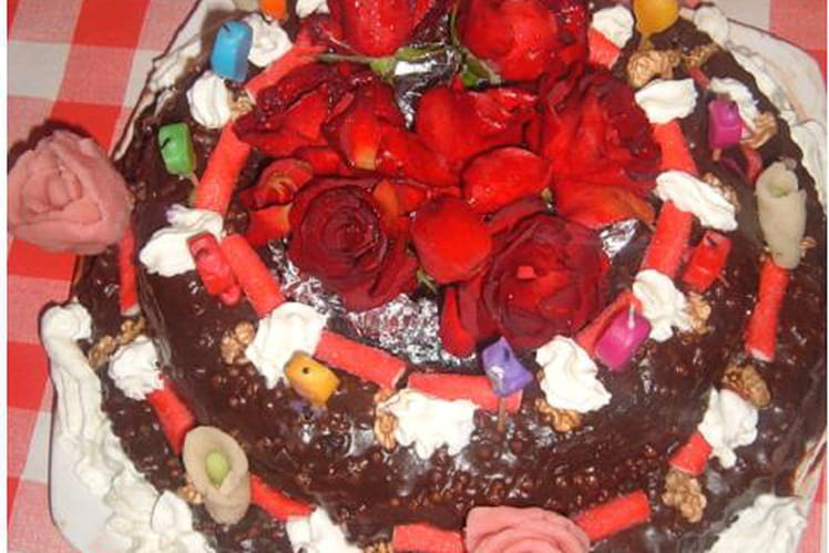 Gâteau Danniversaire Au Chocolat Noir Et Noix