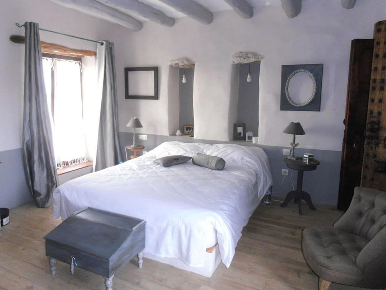 chambre grise. Black Bedroom Furniture Sets. Home Design Ideas