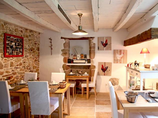 Une salle à manger en pierre esprit brocante