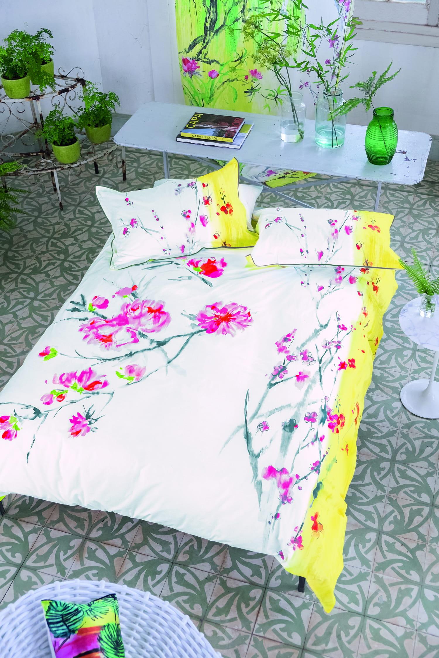 linge de lit de fleurs orientales de designers guild. Black Bedroom Furniture Sets. Home Design Ideas