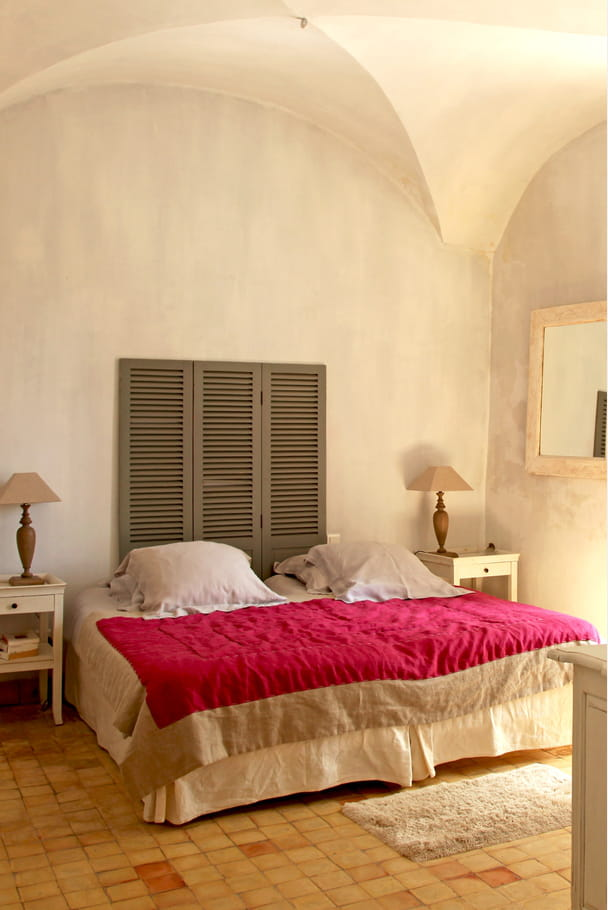 des persiennes pour t te de lit comment faire une t te de lit en peinture journal des femmes. Black Bedroom Furniture Sets. Home Design Ideas