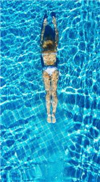 la natation fait partie des sports conseillés aux hypertendus, à condition