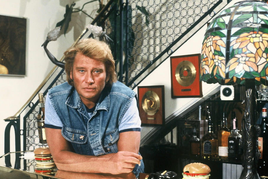 A vendre: mèches de cheveux de Johnny Hallyday, Cloclo, au prix de...