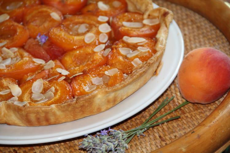Tarte aux abricots, amandes et lavande