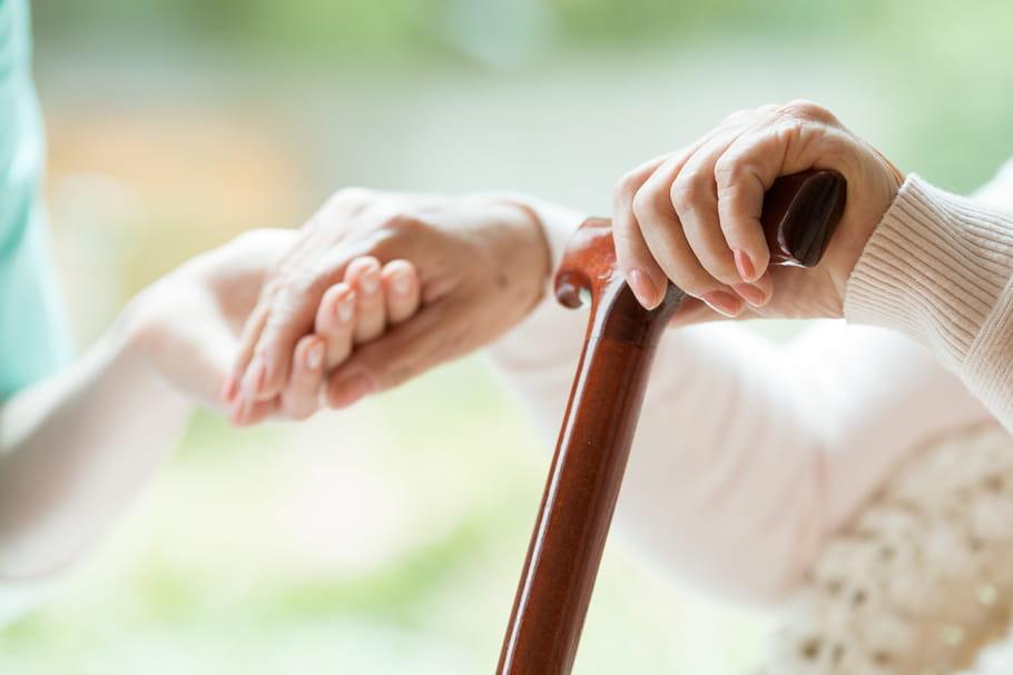 Photos dégradantes, moqueries...: des malades d'Alzheimer, ridiculisés dans un EHPAD