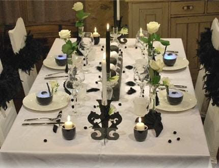 Table so chic en noir et blanc for Decoration de la table