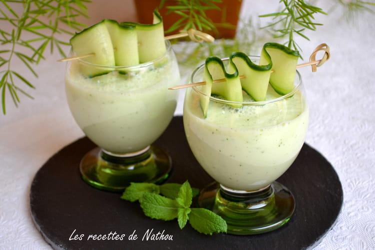 Soupe froide de concombre à la pomme et menthe fraîche