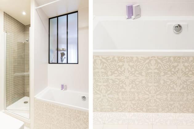 Une salle de bains dans des tonalités douces et claires