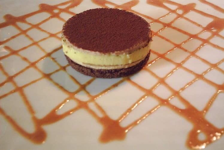 Biscuit au cacao, crème vanille et caramel salé