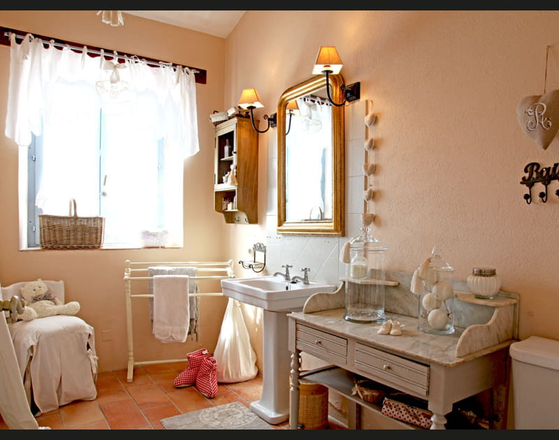 Déco féminine à la salle de bains
