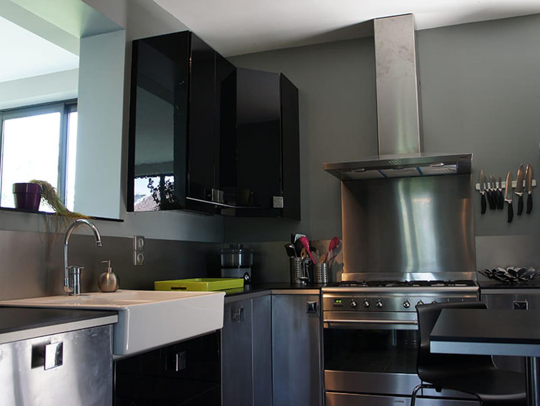cuisine en inox. Black Bedroom Furniture Sets. Home Design Ideas