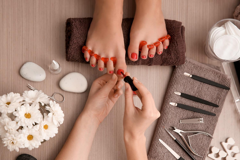Comment choisir et appliquer un vernis pour les pieds?