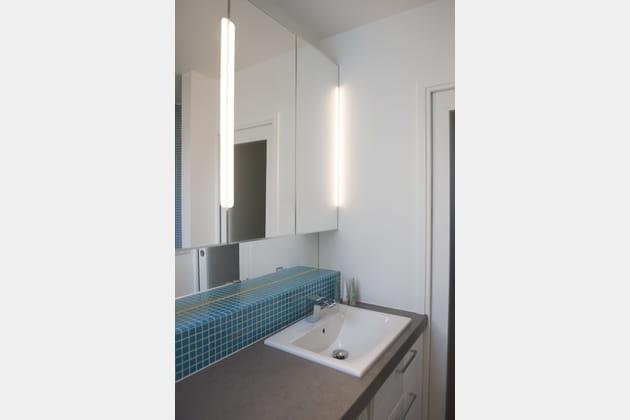 Un coin lavabo lumineux