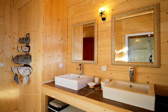 Salle de bains de bois