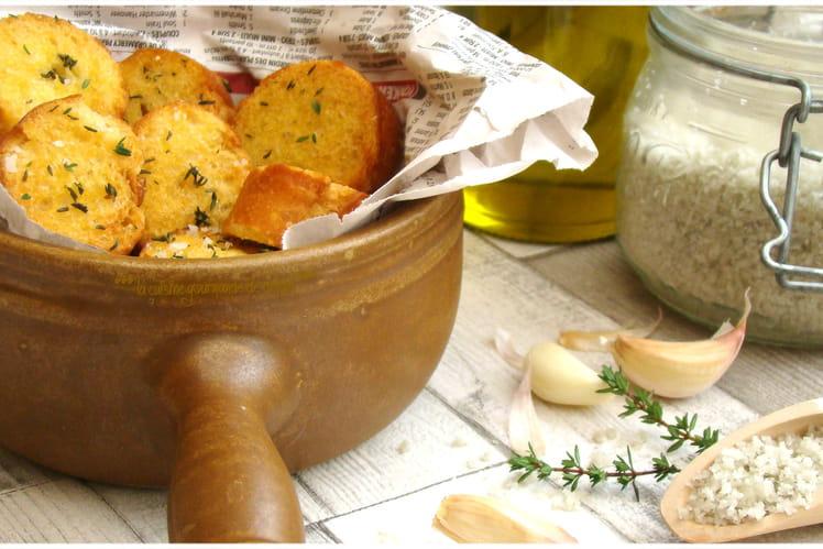 Croûtons à l'ail, thym et gros sel