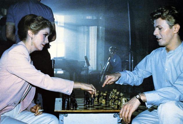 Partie d'échecs avec Mlle Deneuve