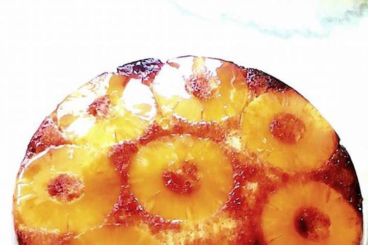 Gâteau renversé,  ananas , caramel et rhum brun.