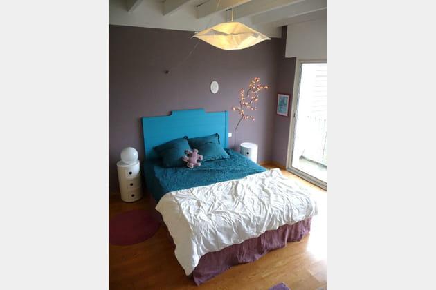 Une tête de lit de couleur vivifiante