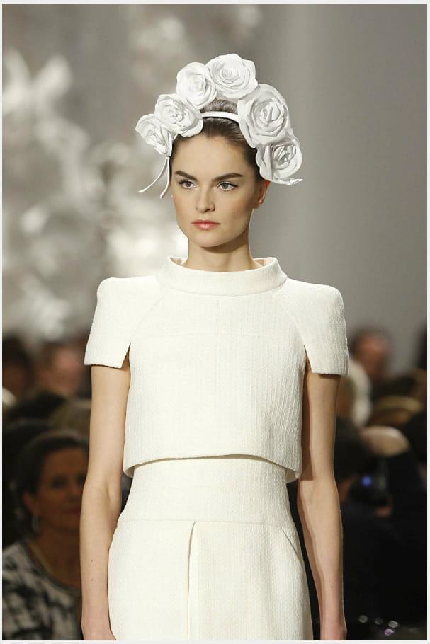 La couronne de camélias du défilé haute couture printemps-été 2009