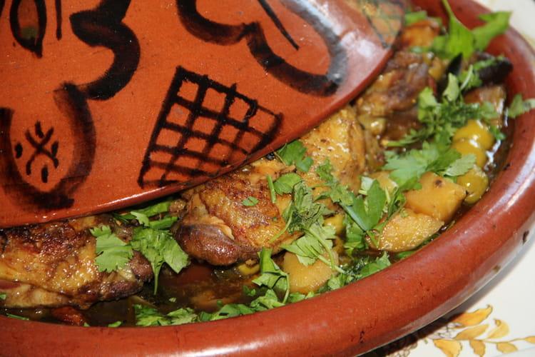 Tajine de poulet aux légumes, citron confit et olives