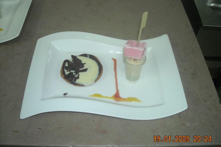 Tarte chocolat blanc-goyave, perles du Japon au lait de coco