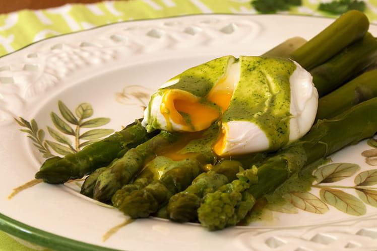 Asperges vertes, œuf poché et crème coco-coriandre