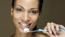 les brosses à dents manuelles bénéficient aussi d'avancées technologiques.