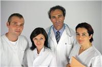 c'est une équipe pluridisciplinaire qui prend en charge les patients.