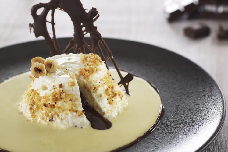 Faisselle, cœur coulant au chocolat-praliné, crème anglaise à la noisette