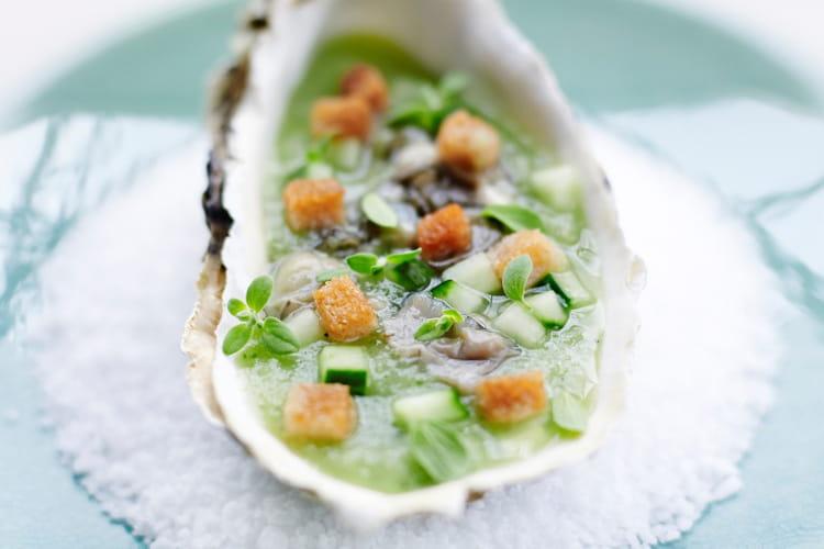 Huîtres au concombre et feuilles de marjolaine