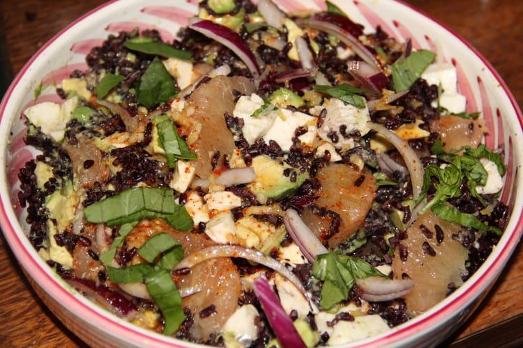 Salade de riz venere, pamplemousse, avocat, mozzarella, parfums d'agrumes