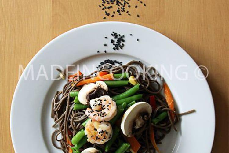 Salade de nouilles soba aux crevettes-légumes