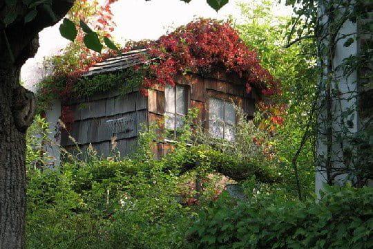 Une cabane de jardin au dessus du garage for Cabane jardin sur mesure