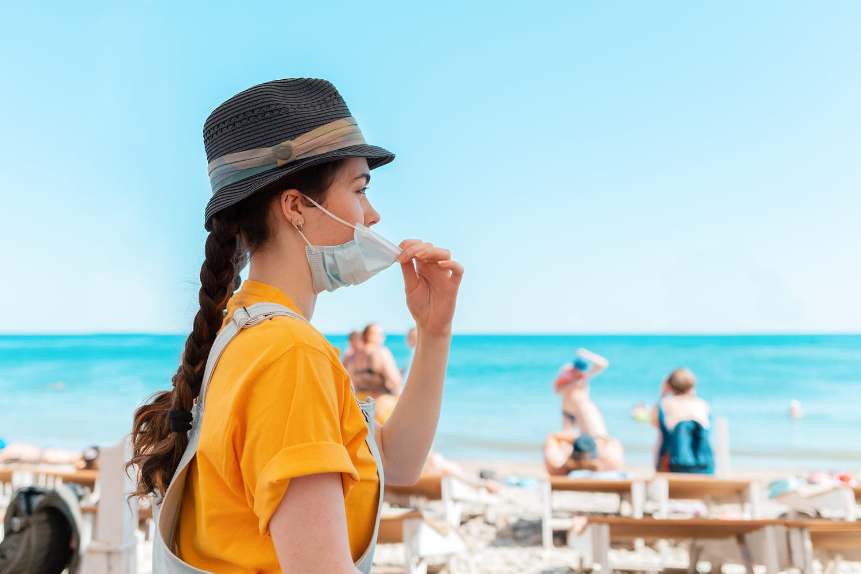 Masque obligatoire: en extérieur, villes, à la plage?