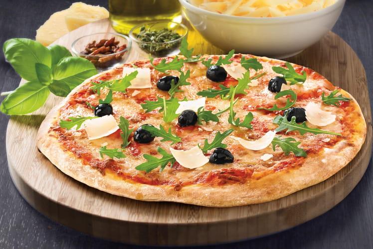 Pizza parmesan, mozzarella, sauce tomate et roquette sur sa pâte à pizza au Levain Croustipate
