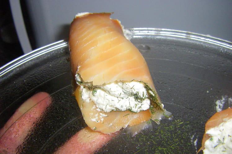 Petits roulés de saumon à la crème de ciboulette