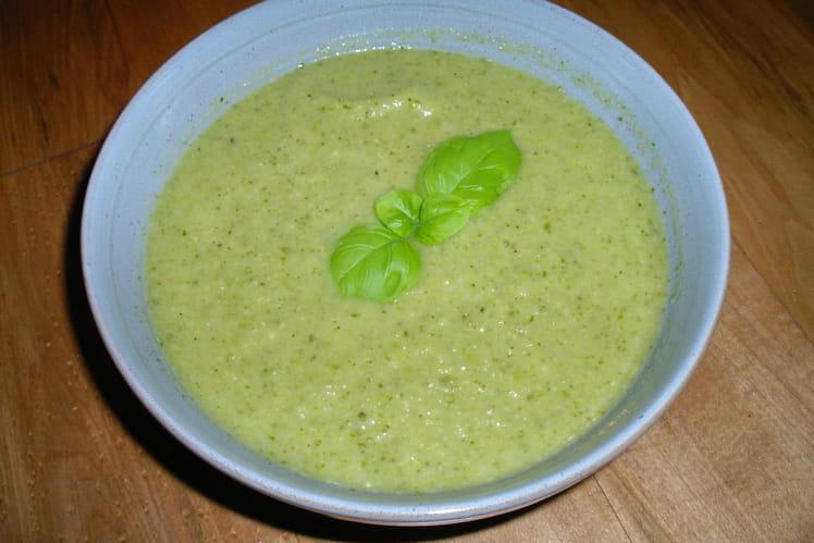 Soupe verte légère au wasabi